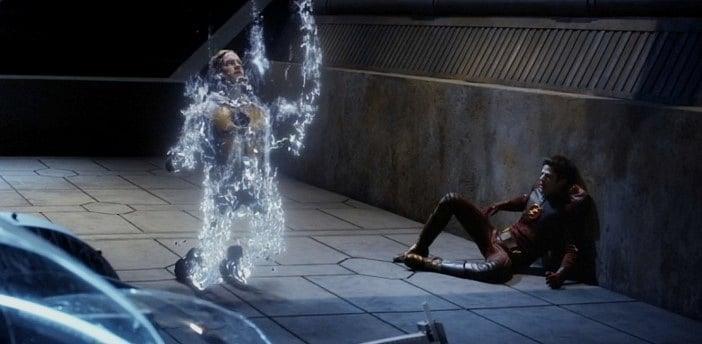 Reverse Flash olarak geri dönüyor.