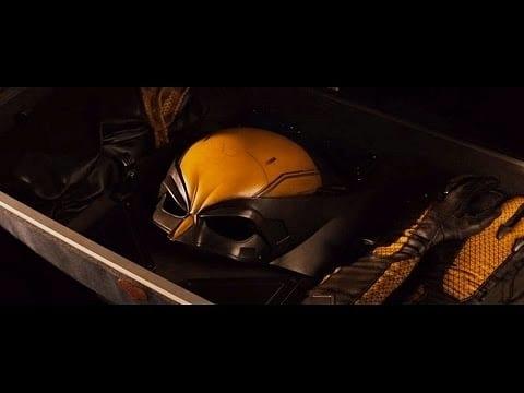 wolverine filminde sarı kostüm
